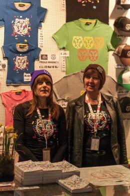 Vrijwilligers van het IFFR: de dames van de merchandise