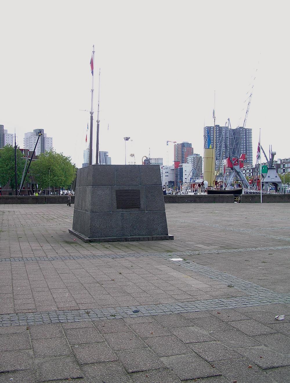 'Zonder Zadkine' - in 2005 was het beeld tijdelijk verwijderd wegens renovatie