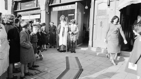 Sinterklaas op winkelbezoek 1950Rotter