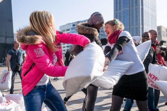 Kim-Holland-Pillow-Fight-For-Love-Rosanne-Dubbeld-2136978