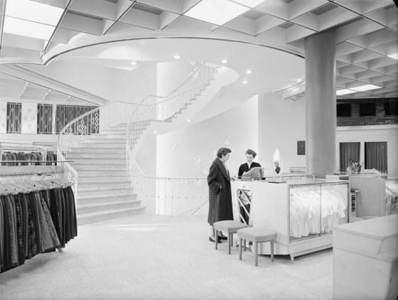 vers-beton-wederopbouw-stadsarchief-lampe-interieur