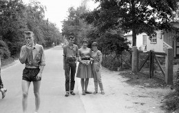 1961-Oostvoorne-kruininger-Gors-Buurkinderen-bij-de-Hoeklaan